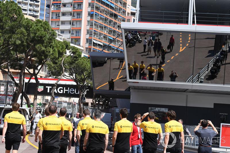 Du personnel Renault Sport F1 Team