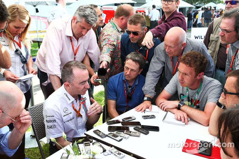 Paddy Lowe, Williams-Technikchef, mit der Presse