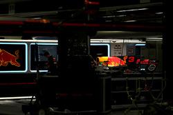 La voiture de Daniel Ricciardo, Red Bull Racing RB13 dans le garage