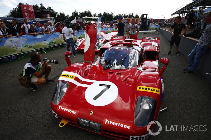 Автомобили Ferrari 512S и Porsche 917