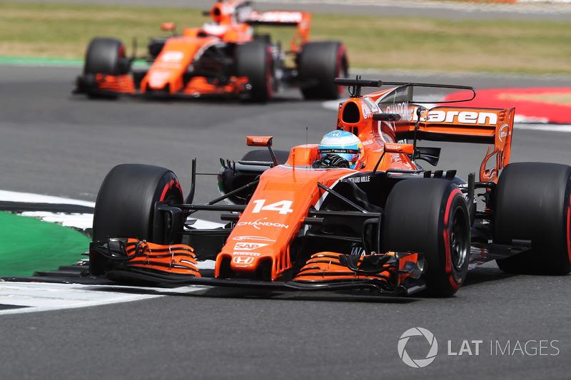 Alonso se impone en McLaren