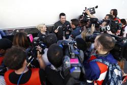 Eric Boullier, McLaren, Rennleiter; Will Buxton, NBC