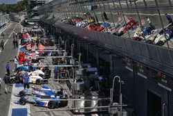 Pit lane atmosphere