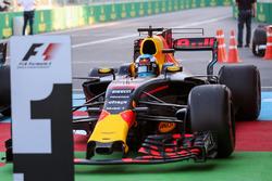 Ganador de la carrera Daniel Ricciardo, Red Bull Racing RB13 en parc ferme