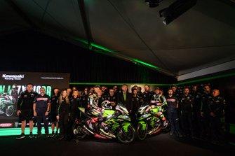 Jonathan Rea, Kawasaki Racing Team, Leon Haslam, Kawasaki Racing Team with the team members