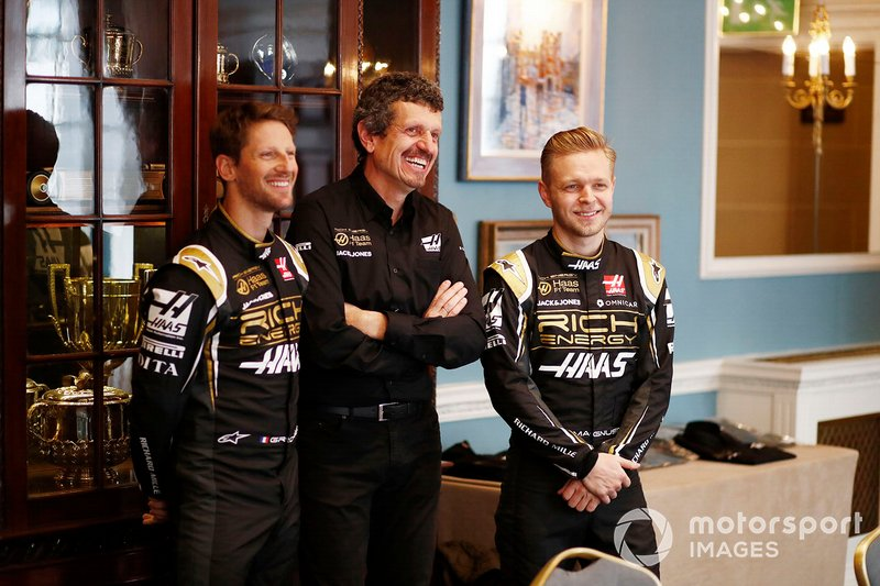 Romain Grosjean, Haas F1 Team, Guenther Steiner, Team Principal, Haas F1, Kevin Magnussen, Haas F1 Team