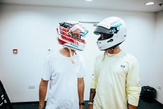 Lewis Hamilton, Sebastian Vettel, Mercedes AMG F1 W09, swap F1 helmets