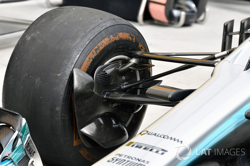 Mercedes-Benz F1 W08 Hybrid detalle de la suspensión delantera
