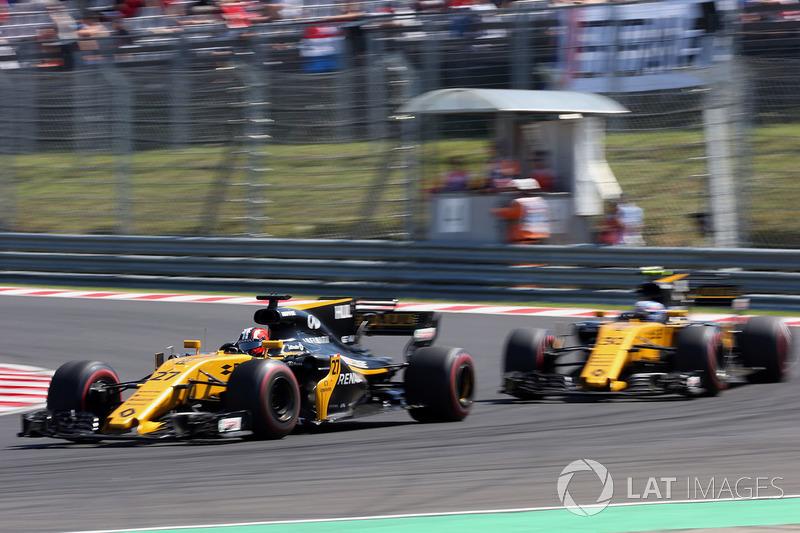 Ніко Хюлькенберг, Renault Sport F1 Team RS17 випереджає Джоліона Палмера, Renault Sport F1 Team RS17