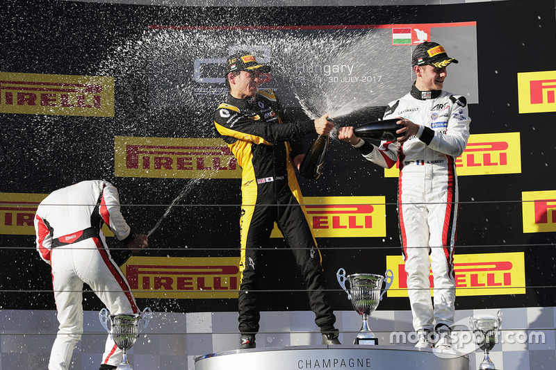 Podio: Ganador de la carrera Jack Aitken, ART Grand Prix, segundo lugar Nirei Fukuzumi, ART Grand Prix, tercer lugar Anthoine Hubert, ART Grand Prix