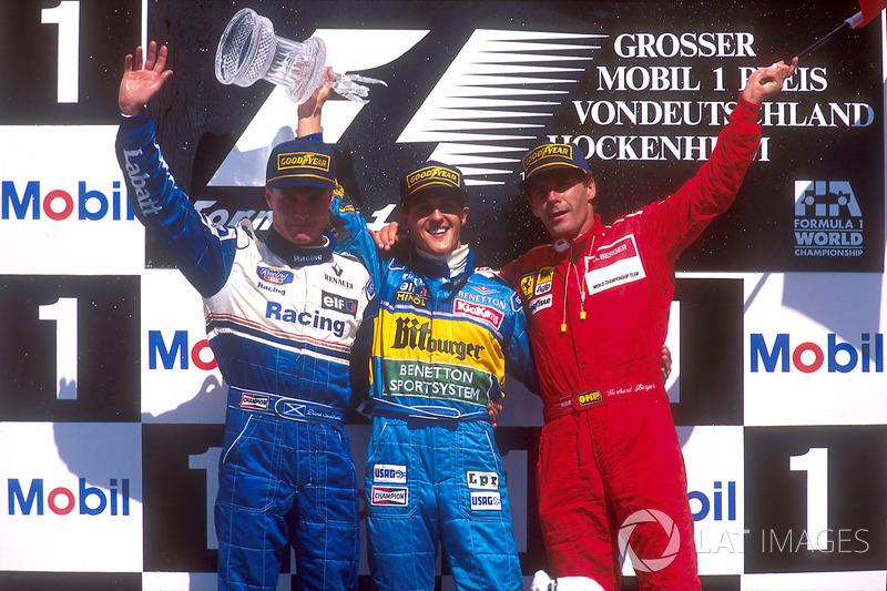 Podio: Ganador de la carrera Michael Schumacher, Benetton Renault, segundo lugar David Coulthard, Wi