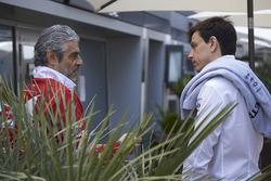 Руководитель команды Ferrari Маурицио Арривабене и совладелец и исполнительный директор Mercedes AMG F1 Тото Вольф