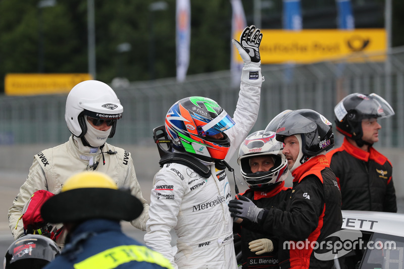 Gary Paffett Mercedes-AMG Team HWA, Mercedes-AMG C63 DTM después del choque