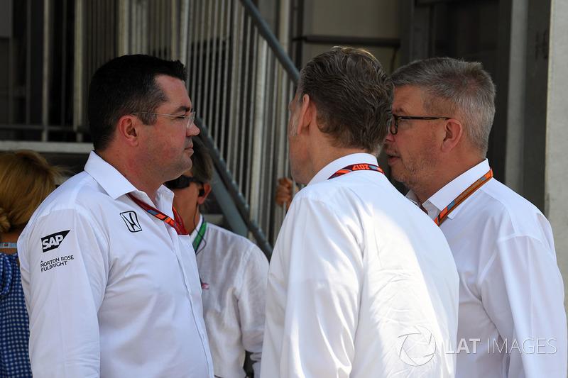 Eric Boullier, McLaren-Renndirektor, Sean Bratches, F1-Direktor und Ross Brawn, F1-Motorsportdirektor