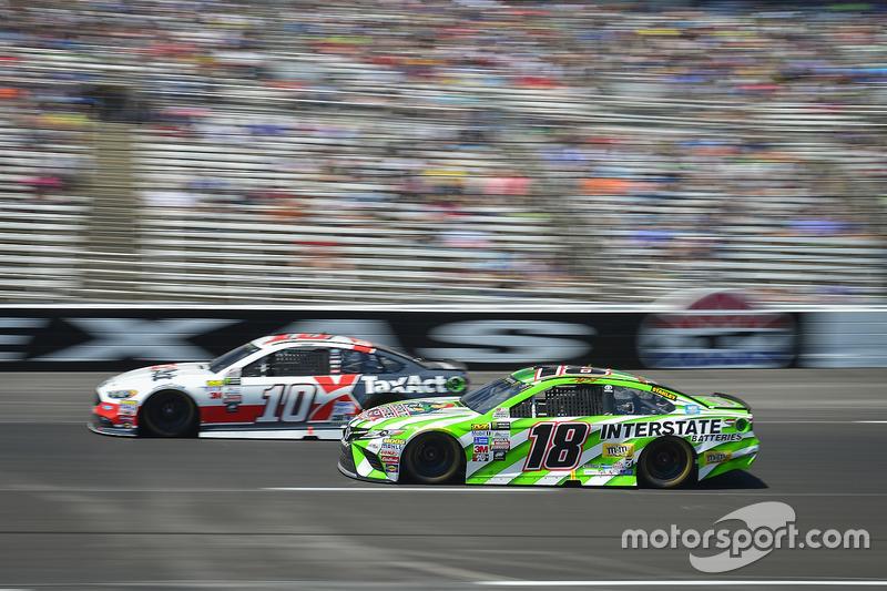 Danica Patrick, Stewart-Haas Racing, Ford; Kyle Busch, Joe Gibbs Racing, Toyota