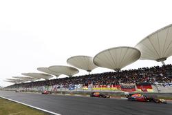 Даниэль Риккардо, Red Bull Racing RB13, Макс Ферстаппен, Red Bull Racing RB13, и Кими Райкконен, Ferrari SF70H