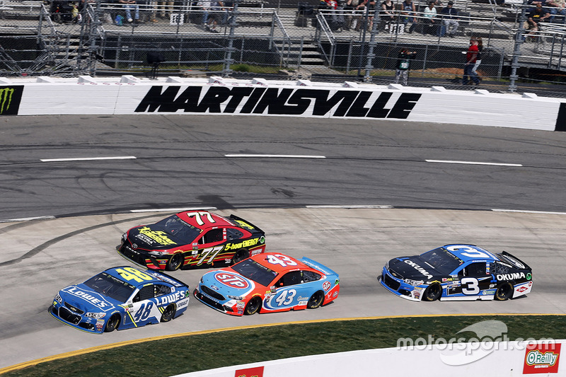 Jimmie Johnson, Hendrick Motorsports, Chevrolet; Erik Jones, Furniture Row Racing, Toyota