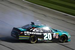 Denny Hamlin, Joe Gibbs Racing Toyota spinning