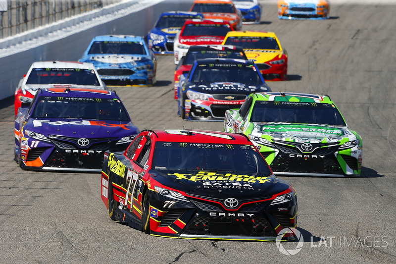 Erik Jones, Furniture Row Racing Toyota, Kyle Busch, Joe Gibbs Racing Toyota, Denny Hamlin, Joe Gibbs Racing Toyota