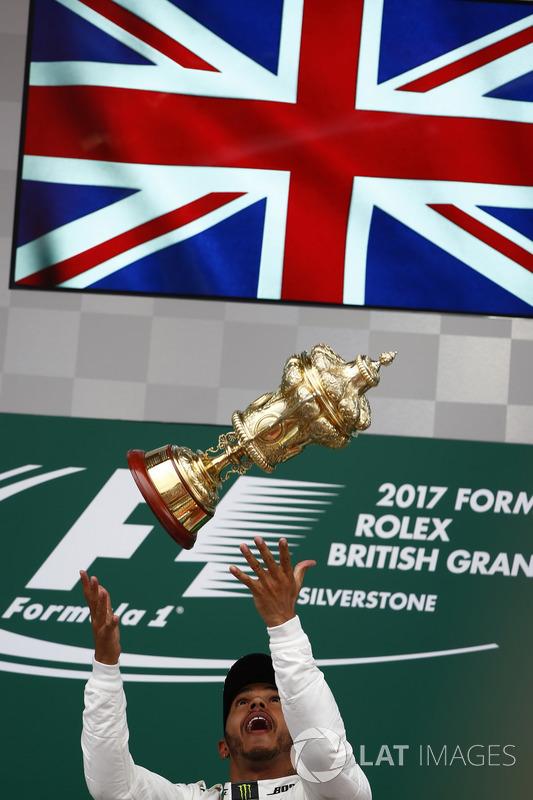 Race winner Lewis Hamilton, Mercedes AMG F1 on the podium