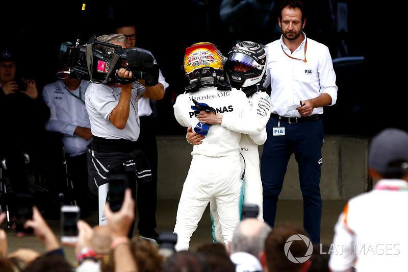 Winner Lewis Hamilton, Mercedes AMG F1, celebrates with Valtteri Bottas, Mercedes AMG F1, in parc ferme