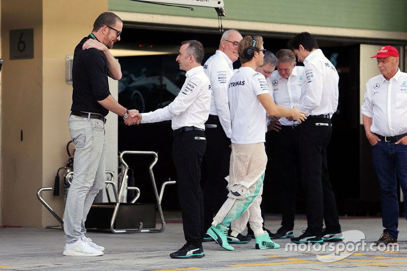 Paddy Lowe, con Georg Nolte, manager de Nico Rosberg