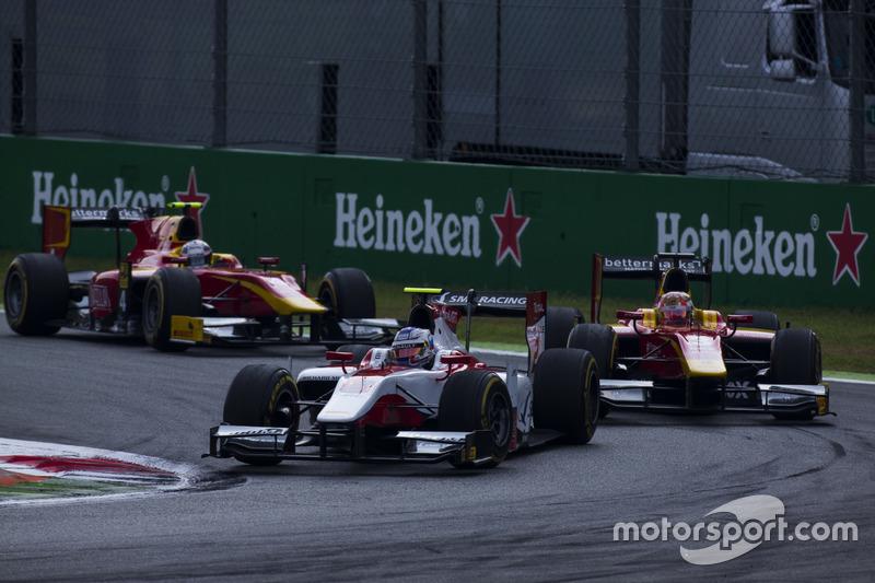 Sergey Sirotkin, ART Grand Prix leads Norman Nato, Racing Engineering and Jordan King, Racing Engineering