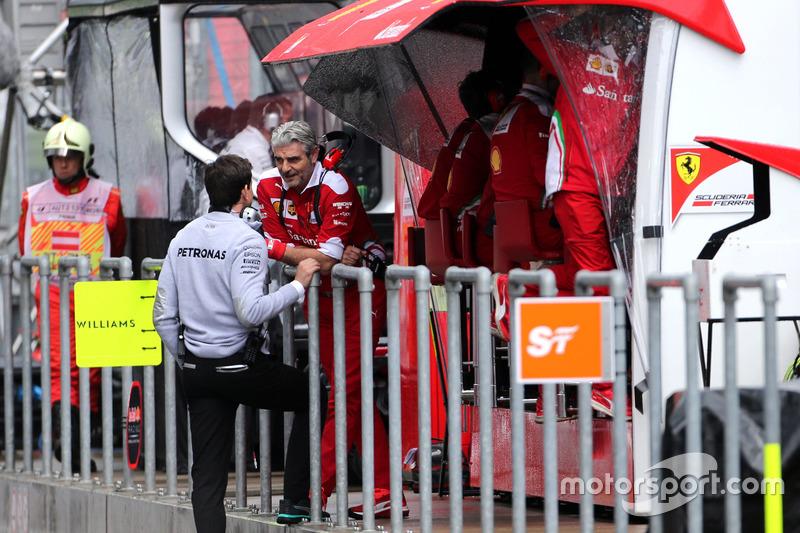 Toto Wolf, Mercedes AMG F1 Team; Maurizio Arrivabene, Team Principal, Scuderia Ferrari