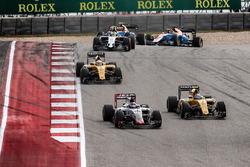 Romain Grosjean, Haas F1 Team VF-16 y Jolyon Palmer, Renault Sport F1 Team RS16