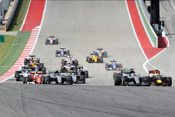 Lewis Hamilton, Mercedes AMG F1 W07 Hybrid leads Nico Rosberg, Mercedes AMG F1 W07 Hybrid, Daniel Ricciardo, Red Bull Racing RB12, Max Verstappen, Red Bull Racing RB12 at the start