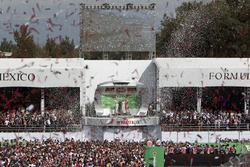 Podio: ganador de la carrera Lewis Hamilton, Mercedes AMG F1, segundo lugar tercer lugar de Nico Rosberg, Mercedes AMG F1, Sebastian Vettel, Ferrari