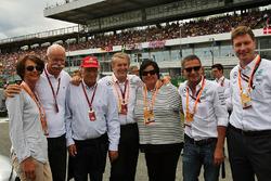 El Dr. Dieter Zetsche, Daimler AG CEO; Niki Lauda, Mercedes Presidente no ejecutivo; y Thomas Weber,
