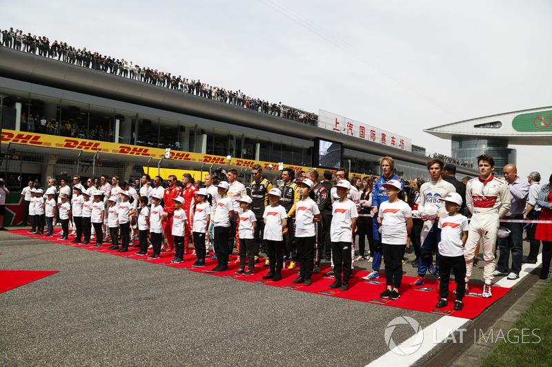 Para pembalap berbaris