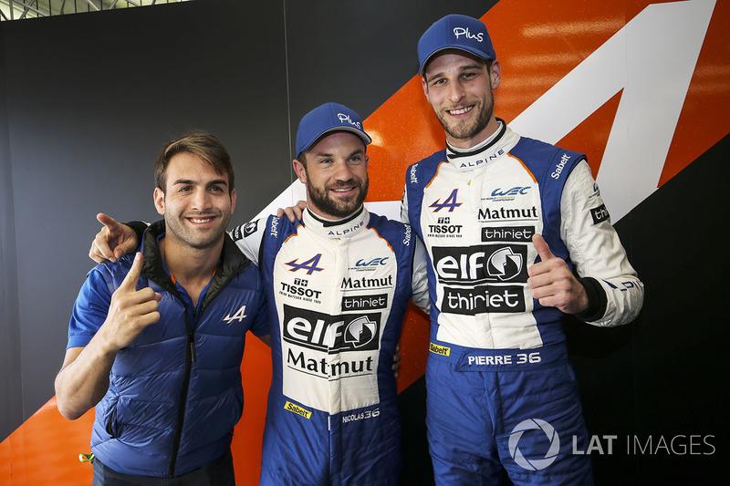 LMP2 ganadores de la pole #36 Signatech Alpine Matmut Alpine A470: Nicolas Lapierre, Andre Negrao, Pierre Thiriet