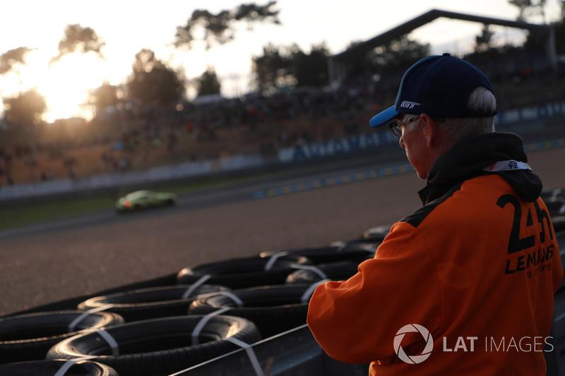 Un commissario di Le Mans a Esses