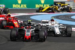 Кевін Магнуссен, Haas F1 Team VF-18, Шарль Леклер, Sauber C37, та Кімі Райкконен, Ferrari SF71H