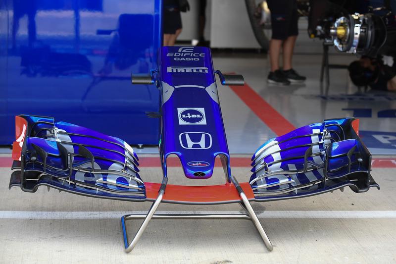Scuderia Toro Rosso STR13, naso e ala anteriore