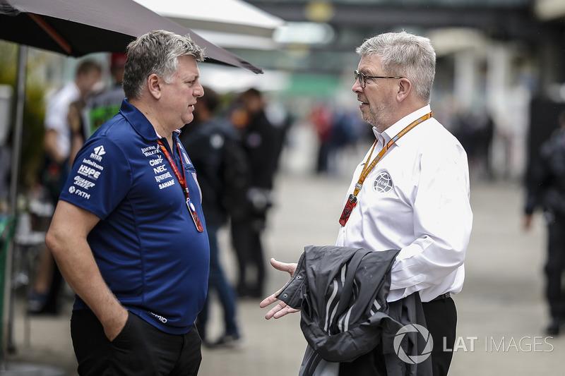 Otmar Szafnauer, Sahara Force India Formula One Team Chief Operating Officer, Ross Brawn, Formula One Managing Director of Motorsports