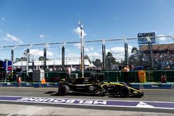Nico Hulkenberg, Renault Sport F1 Team R.S. 18, quitte les stands