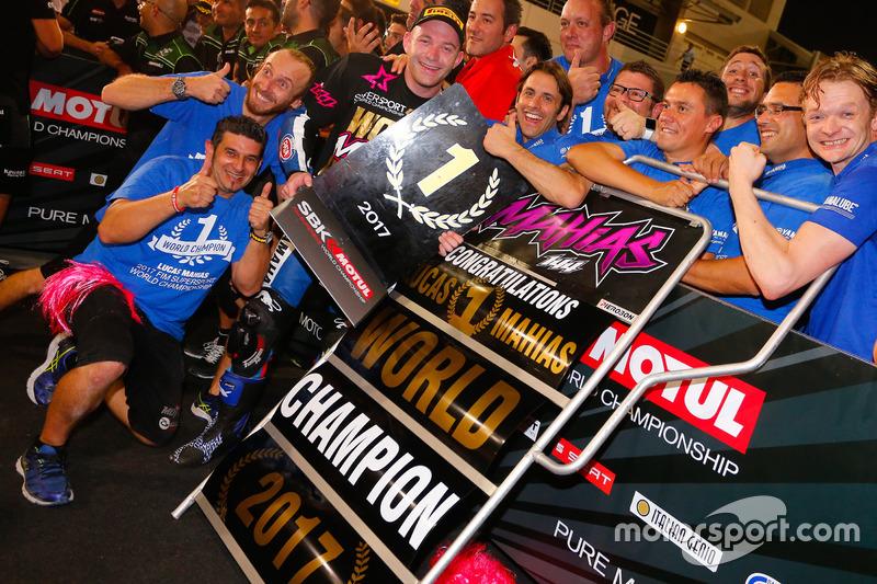 Lucas Mahias, GRT Yamaha Official WorldSSP Team celebra su campeonato