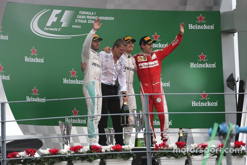 Podium: Lewis Hamilton, Mercedes AMG F1 Team, Nico Rosberg, Mercedes AMG F1 Team and Sebastian Vettel, Scuderia Ferrari