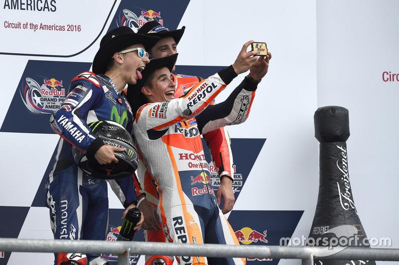 Podium: ganador, Marc Marquez, Repsol Honda Team, Honda; segundo, Jorge Lorenzo, Movistar Yamaha MotoGP, Yamaha; tercero Andrea Iannone, Ducati Team, Ducati
