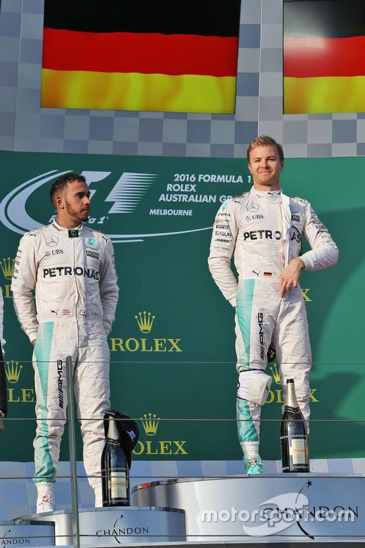 Podium: winnaar Nico Rosberg, Mercedes AMG F1 Team, tweede Lewis Hamilton, Mercedes AMG F1 Team