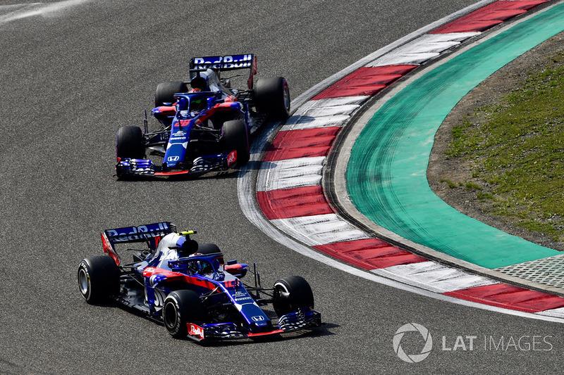 Pierre Gasly, Scuderia Toro Rosso STR13, Brendon Hartley, Scuderia Toro Rosso STR13