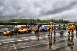 Autos frenados en el pit lane