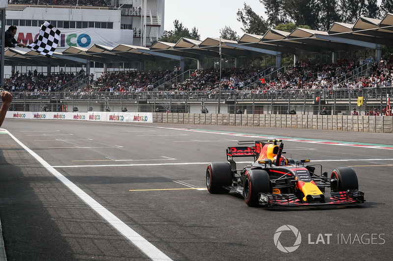 Race winner Max Verstappen, Red Bull Racing RB13 takes the chequered flag