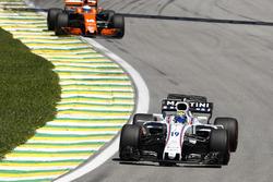 Фелипе Масса, Williams FW40, и Фернандо Алонсо, McLaren MCL32