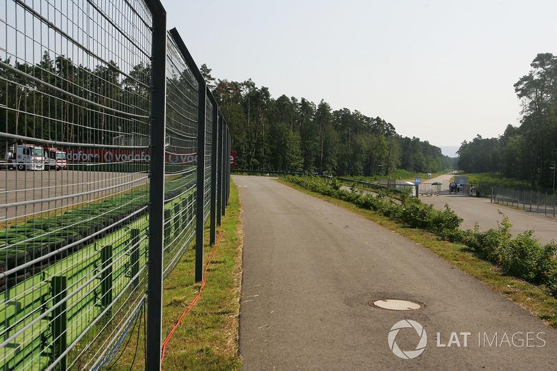 Классическая трасса в Хоккенхайме в последний раз принимала Гран При Германии в 2001-м – после этого ее длинные лесные прямые стали частью прошлого