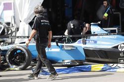 Ален Прост осматривает повреждения автомобиля Николя Проста, Renault e.Dams