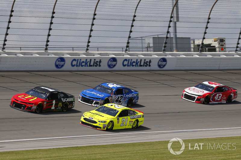 Jamie McMurray, Chip Ganassi Racing, Chevrolet Camaro McDonald's/Cessna, Paul Menard, Wood Brothers Racing, Ford Fusion Menards / Sylvania e Kyle Larson, Chip Ganassi Racing, Chevrolet Camaro Credit One Bank